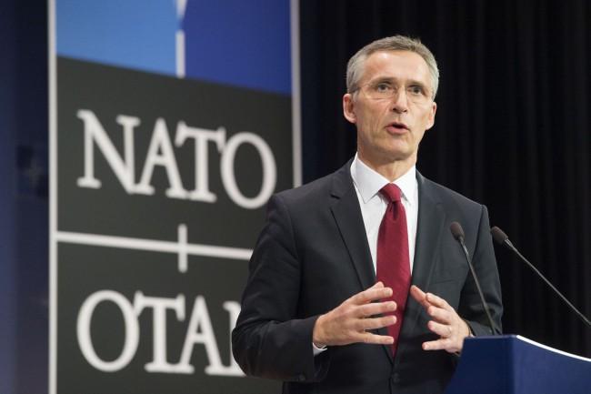 Jens Stoltenberg főtitkár sajtótájékoztatója az Észak-atlanti Tanács ülését követően. (Forrás: nato.int)