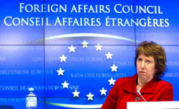 Catherine Ashton a Tanácsban (Forrás: euobserver.com)