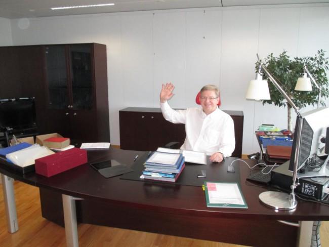Ezzel a képpel búcsúzott a Twitteren Štefan Füle október 31-én biztosi pozíciójától, novembertől Johannes Hahn veszi át a helyét. (Forrás: twitter.com)