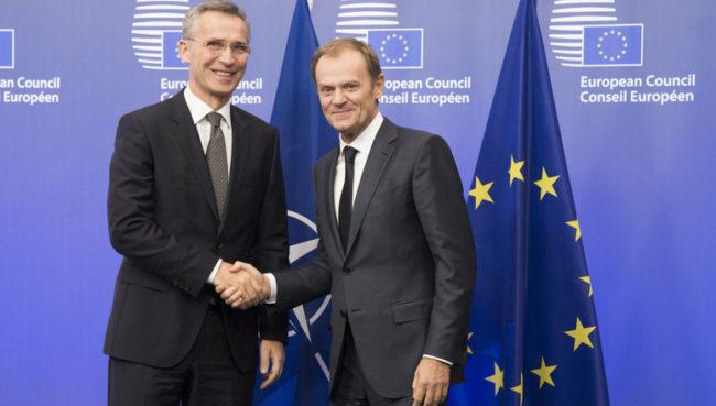 Jens Stoltenberg NATO-főtitkár és Donald Tusk, az Európai Tanács elnöke. (Forrás: nato.int)