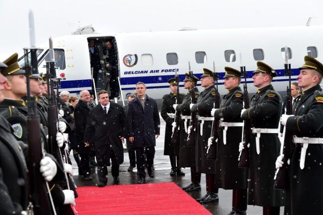 A főtitkár körútja Litvániában a Karmelava Légibázison ért véget. (Forrás: nato.int)