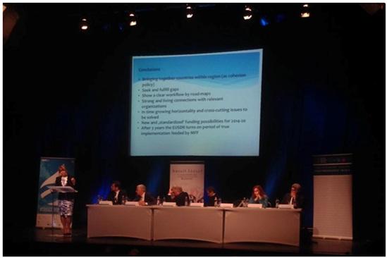 A fenntartható fejlődés kihívásait az állami, akadémiai és vállalati szektor képviselői egy asztalnál ülve vitatták meg.