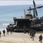 Iráni tengerészgyalogosok partraszállása a Velayat-89 hadgyakorlaton. (A kép forrása: http://www.uskowioniran.com/2010/05/velayat-89-military-maneuvers-4.html)