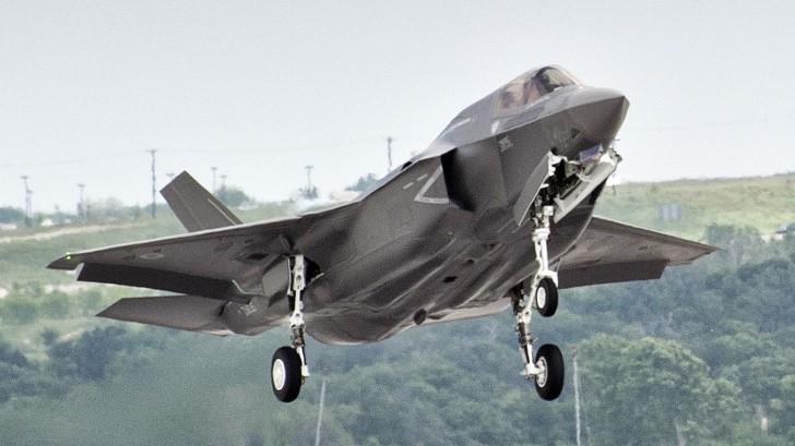 A korábbi tervekhez képest több F-35-ös fog brit zászló alatt repülni. (A kép forrása: aviationnews.eu)