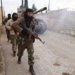 A Dzsabhat an-Nuszra tagjai járőröznek Aleppótól északra, al-Zahra közelében. (A kép forrása: reuters.com)