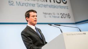 Nem fogjuk azt mondani a menekülteknek, hogy gyertek - jelentette ki Manuel Valls francia miniszterelnök (forrás: securityconference.de) (letöltve: 2016.02.16.)