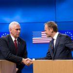 Mike Pence és Donald Tusk közös sajtótájékoztatója. (Kép forrása: politico.eu)